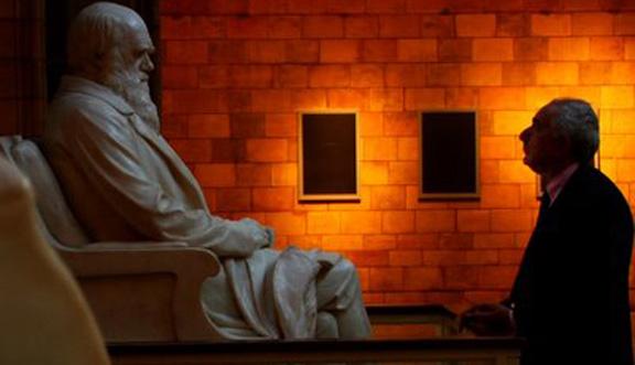 Ben Stein at Darwin's Statue